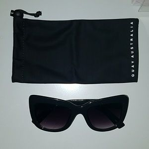 Quay sunglasses ( excellent condition worn once)